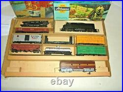Athearn Vintage Ho Scale Train Set With Box, Figures, Ho Tracks Very Nice