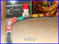 HO PREMIUM ELECTRIC TRAIN SET w NICKEL SILVER TRACK VERY NICE