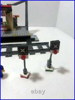 LEGO RC Train Train Station 60050 Very rare + 2 crossing lights